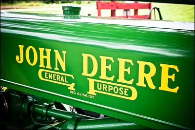 Deere-Logo_Photo-by-lungstruck