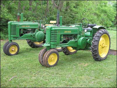 Deere-Tractors_Photo-by-uncledave981